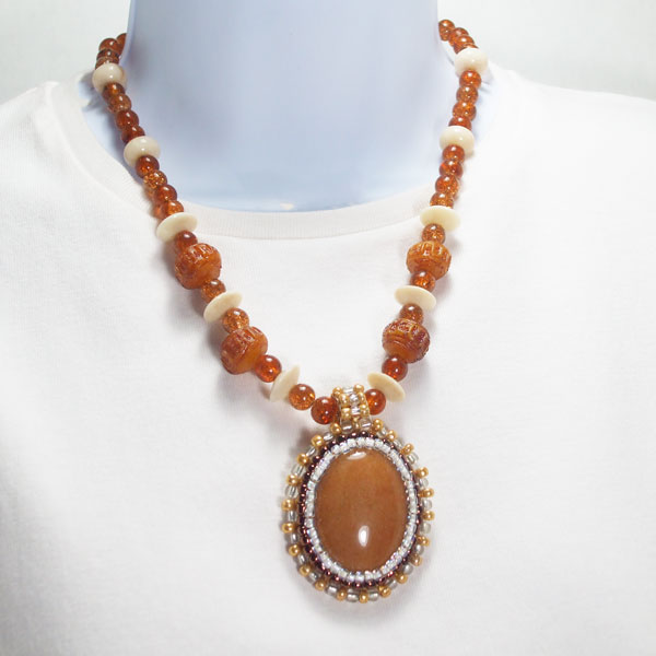 Nailan Bead Embroidery Pendant Necklace relevant front view