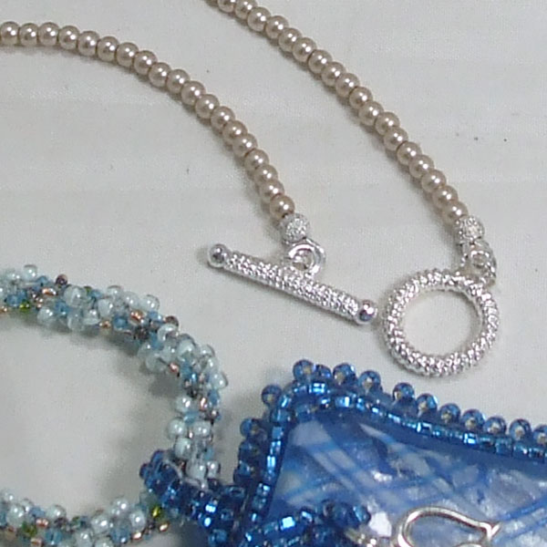 Wandiee Bead Embroidery Pendant Necklace clasp view