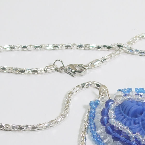 Wauna Bead Embroidery Cabochon Pendant Necklace clasp view