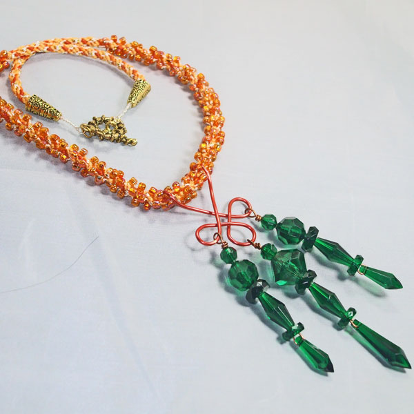 Umeko Wire Design Beaded Pendant Necklace flat view