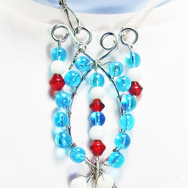 Taipa Wire Design Beaded Jewelry Pendant Necklace close up view