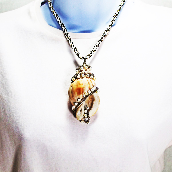 Naiya Shell Costume Jewelry Pendant Necklace relevant front view