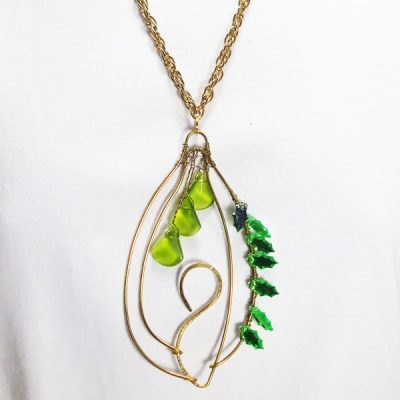 Nais Wire Design Beaded Jewelry Pendant Necklace close up view