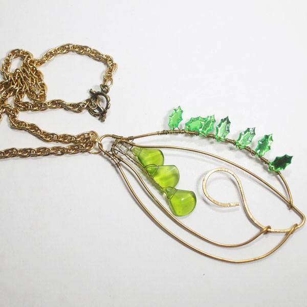 Nais Wire Design Beaded Jewelry Pendant Necklace flat view