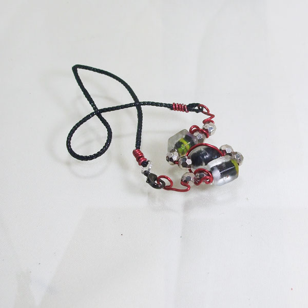 Banon Wire Design Beaded Jewelry Necklace flat view