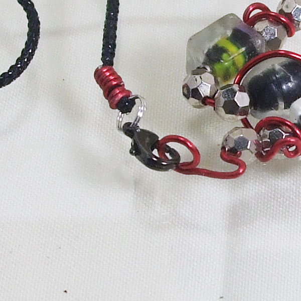 Banon Wire Design Beaded Jewelry Necklace clasp view