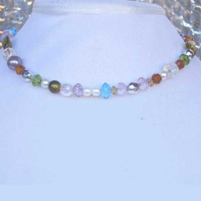 Lee Lee Beauty No 7 - short strand necklace of various colors.