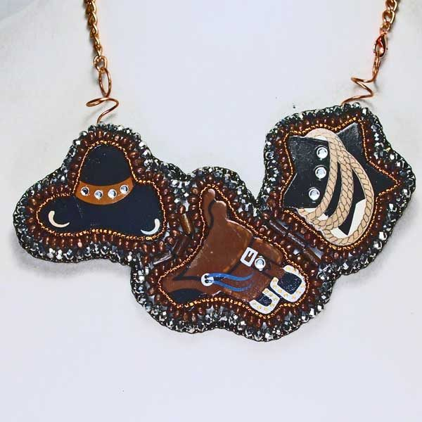Western triplet Bead Embroidery Pendant Necklace close up view