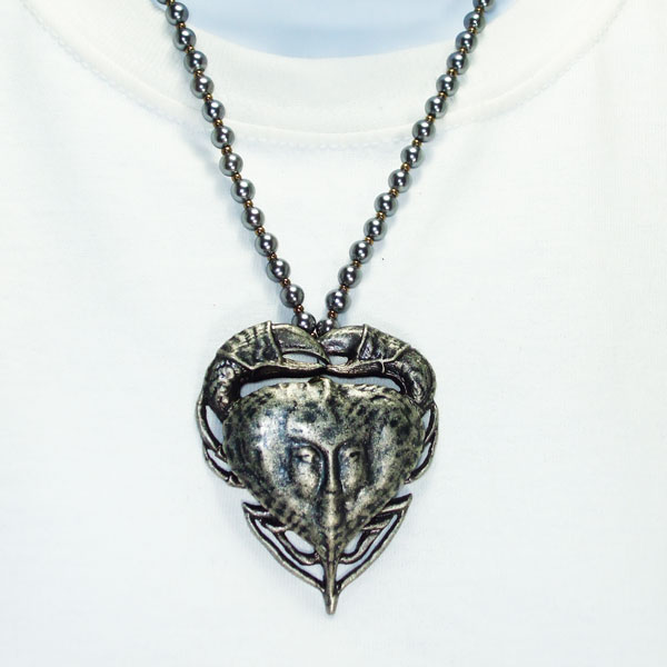 Jacqulyn Costume Jewelry Pendant Necklace Close up view
