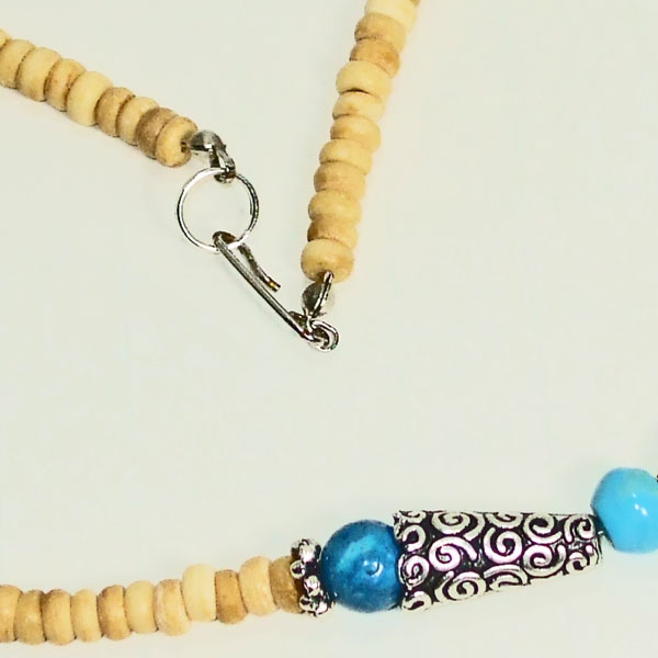 Kahli Beaded Costume Jewelry Necklace clasp view